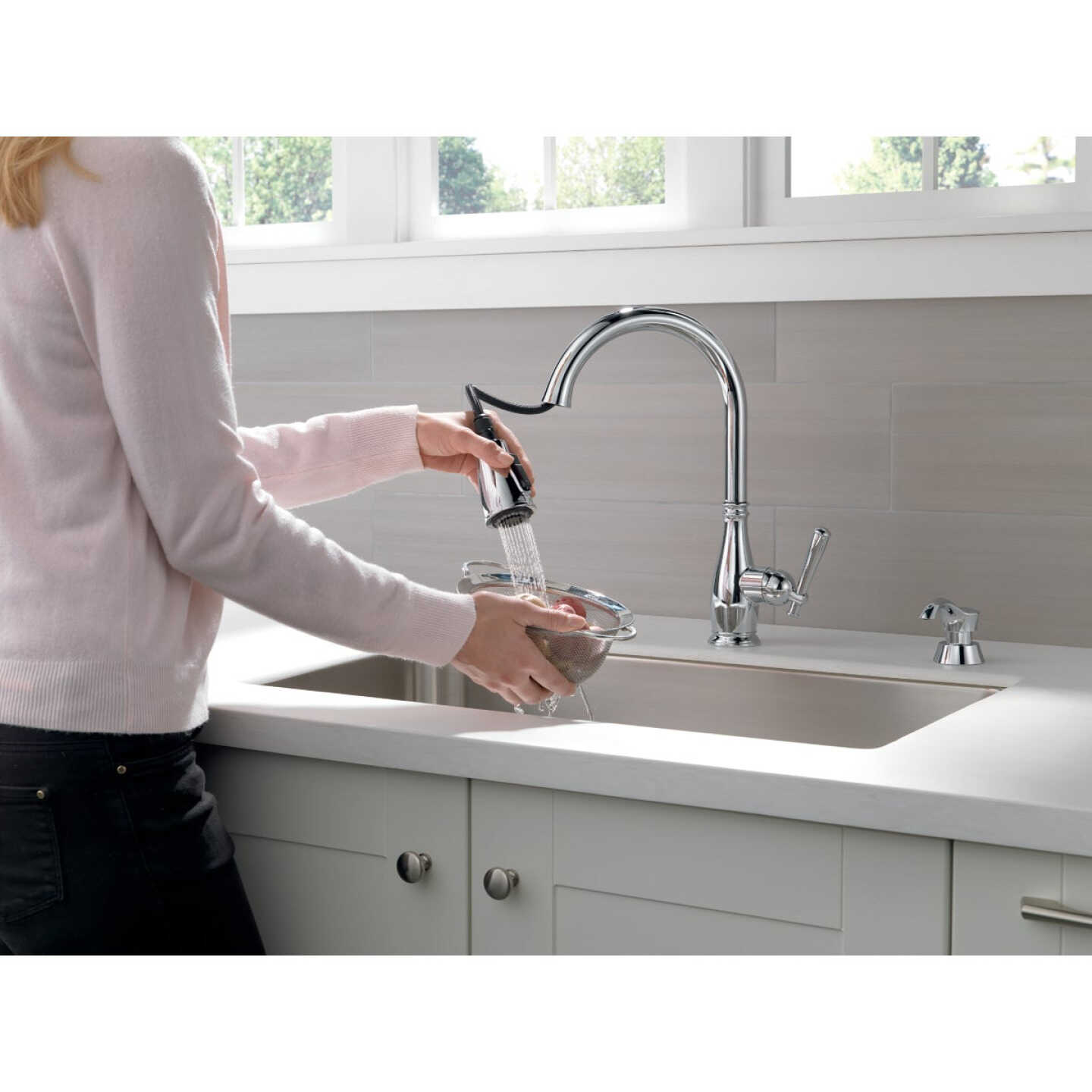 Delta Charmaine Chrome Single Handle Pull-Down Kitchen Faucet with Soap Dispenser Image 2